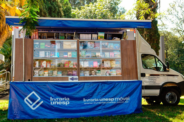 A Eco X transformou o Caminhão Baú para a Livraria Unesp