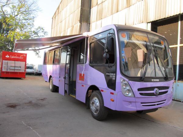 A Eco X transformou um ônibus do tipo rural na Unidade Móvel Delegacia da Mulher