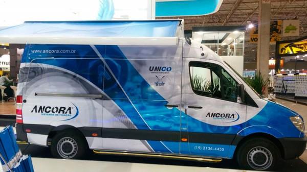 Eco X realiza transformação de furgão em unidade móvel Show Room e Treinamento