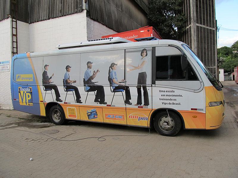 A Eco X realizou a adequação do microônibus para a Rede Ipiranga