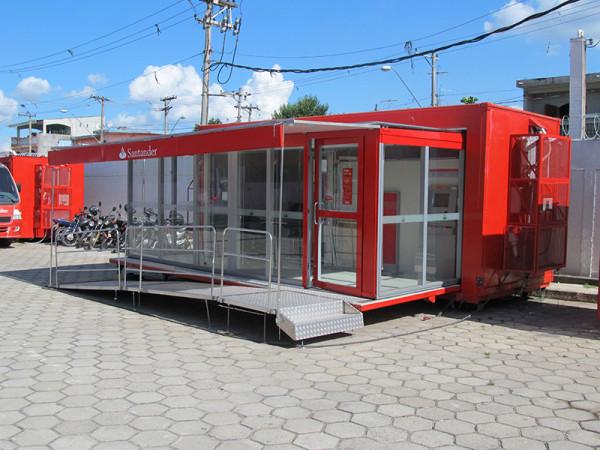 A Eco X realizou a adequação do Container Agência Bancária para o Santander