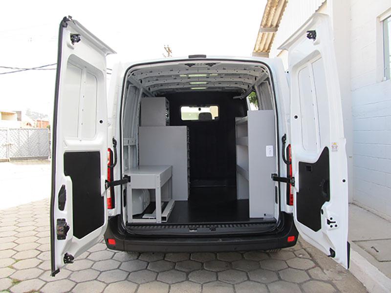 A Eco X transformou uma van Renault Master  em unidade móvel para a Crown Lift Truck