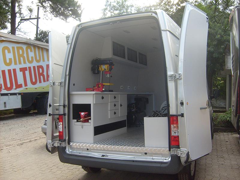 A Eco X transformou o veículo Ford Transit em Unidade Móvel de Manutenção para a Toyota Empilhadeiras