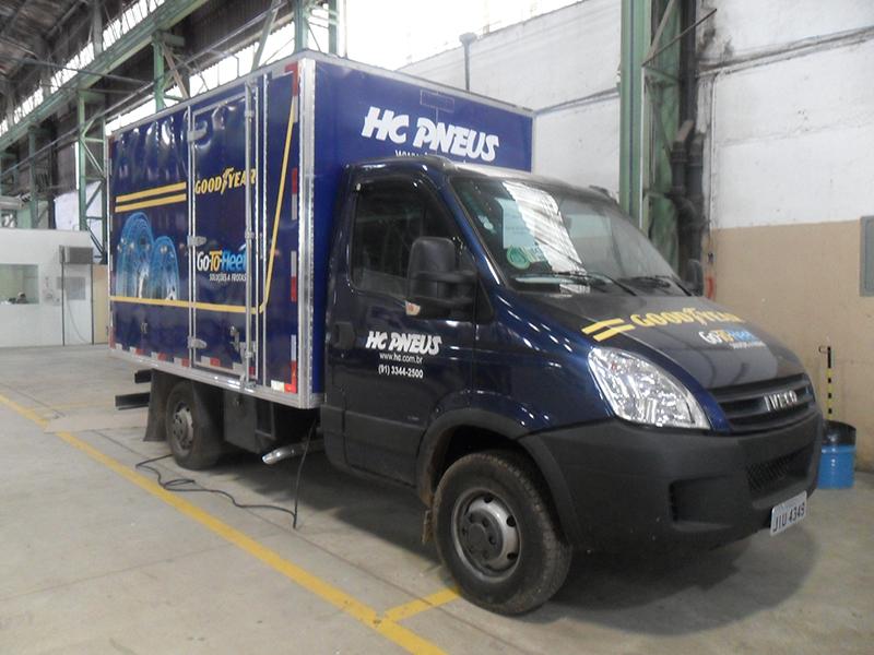 A Eco X transformou um caminhão Iveco Daily Baú em unidade móvel borracharia e manutenção para a HC Pneus