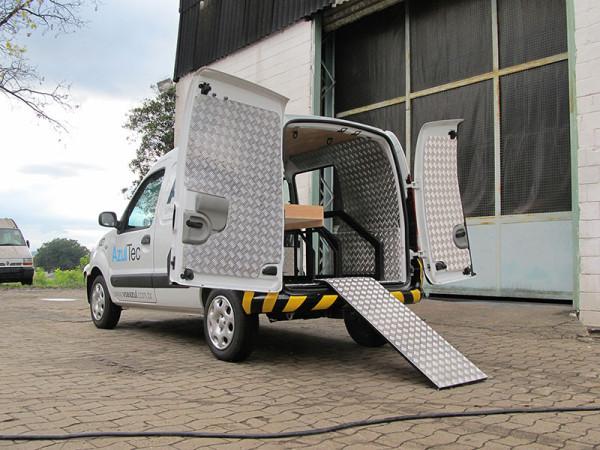 A Eco X transformou um furgão Renault Kangoo Express para Azul Linhas Aéreas