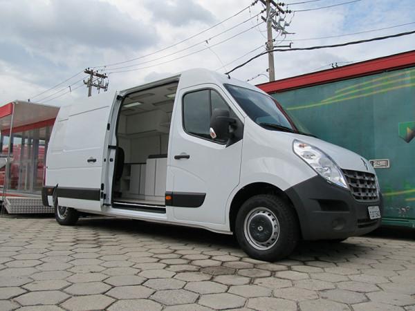 A Eco X realizou a transformação de um furgão Renault Master para Associação Paulista para o Desenvolvimento da Medicina