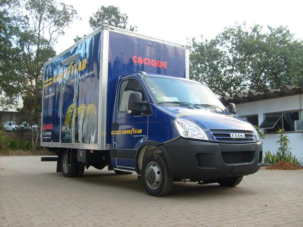 A Eco X transformou um caminhão baú Iveco Daily em uma Borracharia e Manutenção de Frota para Goodyear