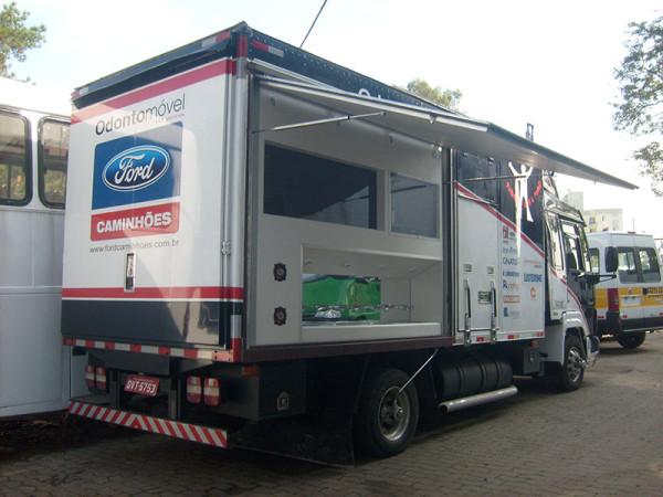 A Eco X transformou o Caminhão Baú para a Odontomed